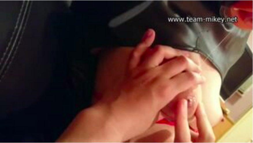 【エロ動画】拘束して勃起乳首をひたすらグリグリ刺激。感じ過ぎでアヘ顔でもだえます