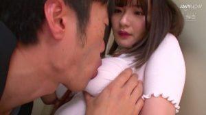 【エロ動画】エレベーター内で爆乳ノーブラ美女の乳首に我慢ができずにかぶりつく 筧ジュン