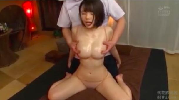 【エロ動画】「乳首でイッちゃってもいいですかぁぁ?」オイルマッサージですっかりアヘアヘになり乳首イキする巨乳美女