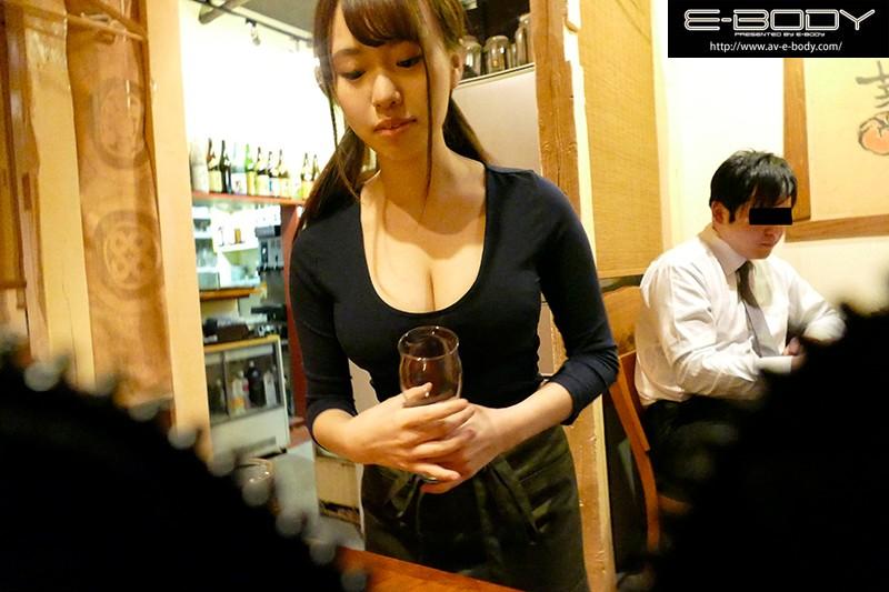 【エロ動画】巨乳で可愛い居酒屋店員をナンパして連れ込み、おっぱい揉んで乳首つまんで、パンパンハメ撮り 相沢夏帆